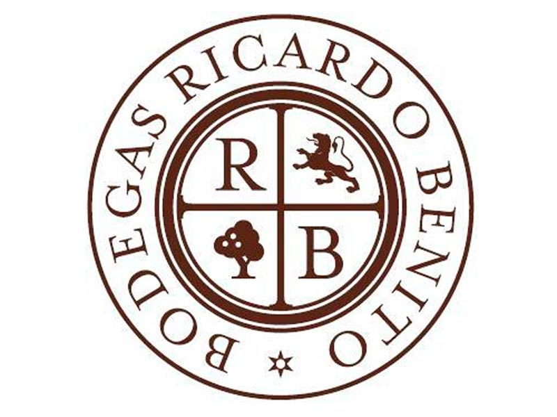 Diseño logotivo Bodegas Ricardo Benito. Zoom Digital, agencia de marketing online y posicionamiento web Madrid
