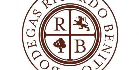 Diseño logotivo Bodegas Ricardo Benito. Zoom Digital, agencia de marketing online y posicionamiento web Madrid